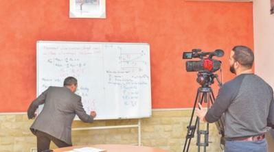 Diffusion des cours par les chaînes de la TV nationale