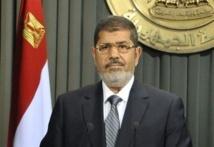 Après l'adoption de la Constitution controversée en Egypte : Morsi annonce un remaniement du gouvernement
