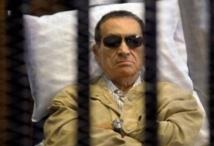L'ancien président Moubarak souffre de côtes fracturées