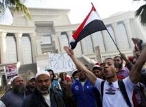 Morsi  reste optimiste devant la crise : Chute de la livre égyptienne