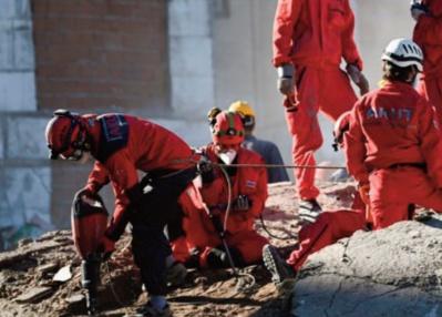 En Turquie, une fillette secourue des décombres 91 heures après le séisme d'Izmir