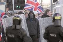 Affrontements entre unionistes et nationalistes à Belfast