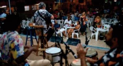 La samba s ' adapte à la Covid-19 et la musique revient à Rio