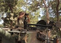 Les soldats français et maliens entrent à Diabali