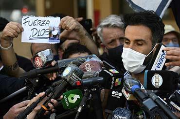 """Visé par une enquête, le médecin de Maradona évoque un patient """"ingérable"""""""
