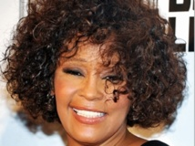 Whitney Houston a été initiée à la drogue par son frère
