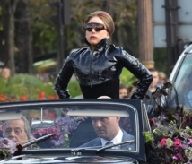 Lady Gaga s'autoproclame ''reine de l'univers''