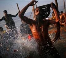 En Inde, le pèlerinage dans les eaux du Gange tourne au drame