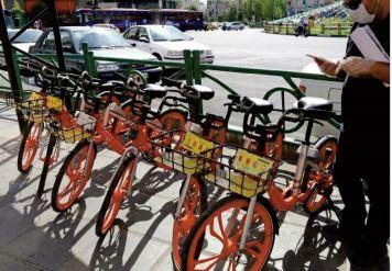 Avec ses vélos de couleur orange,Téhéran se rêve en Amsterdam de montagne