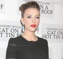 Anne Hathaway préférée  à Scarlett Johansson