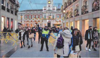 Les fêtards défient le Covid-19 et la police à Madrid