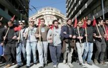 Des dizaines de milliers de Grecs dénoncent l'austérité