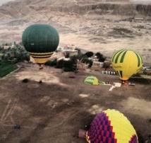 L'explosion d'une montgolfière tue une vingtaine de touristes à Louxor en Egypte
