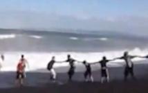 Un enfant est sauvé de la noyade grâce à une chaîne humaine