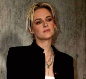 Kristen Stewart méconnaissable dans la peau de Lady Di