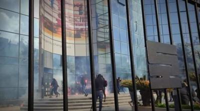 Des supporters furieux du Mouloudia d'Alger vandalisent le siège du sponsor du club