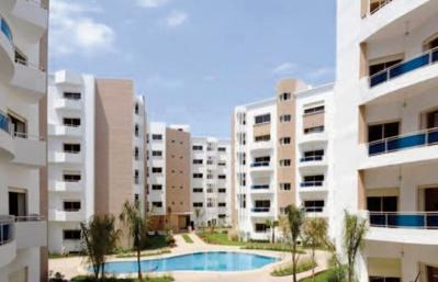 Les consommateurs restent prudents et à l' affût des changements dans l'immobilier