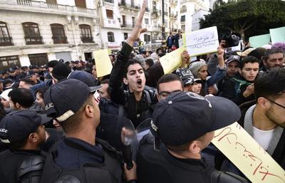 Enquête à Alger après des accusations de torture d' un étudiant
