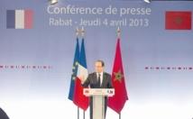 Au pas de charge,  François Hollande rencontre la presse et refuse que la France s'érige en arbitre