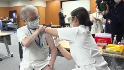 Premières vaccinations au Japon