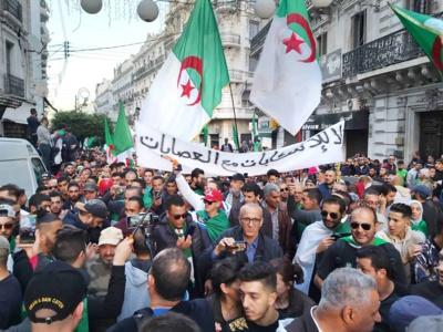 Le Hirak algérien exprime l'exaspération d'une population qui étouffe dans un système politique opaque aux institutions démocratiques factices