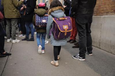 Après une troisième mise sous cloche, les petits Anglais reprennent le chemin de l'école