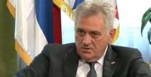"""Le président serbe Nikolic s'excuse """"à genoux"""" pour le massacre de srebrenica"""