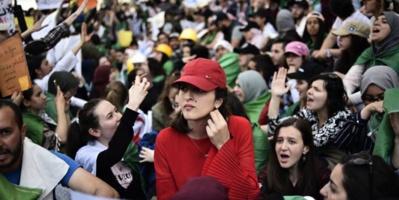 Des milliers d'étudiants algériens dans la rue pour réclamer la fin du régime