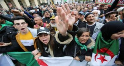 Les étudiants algériens de nouveau dans la rue pour réclamer le départ du régime