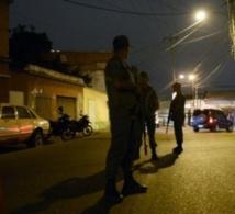 Dans les bidonvilles des hauteurs de Caracas, l'armée traque les délinquants