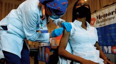 Vaccins pour tous aux Etats-Unis, confinement à New Delhi