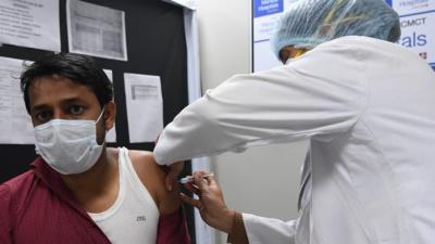 Elargissement de la campagne de vaccination aux Etats-Unis et en Inde