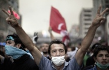 Malgré les excuses gouvernementales, la tension reste de mise en Turquie