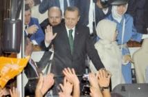 Des milliers de partisans acclament Recep Tayyip Erdogan à son retour du Maghreb