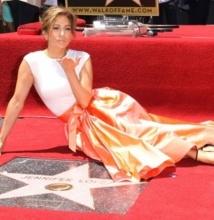 Jennifer Lopez honorée sur Hollywood Boulevard