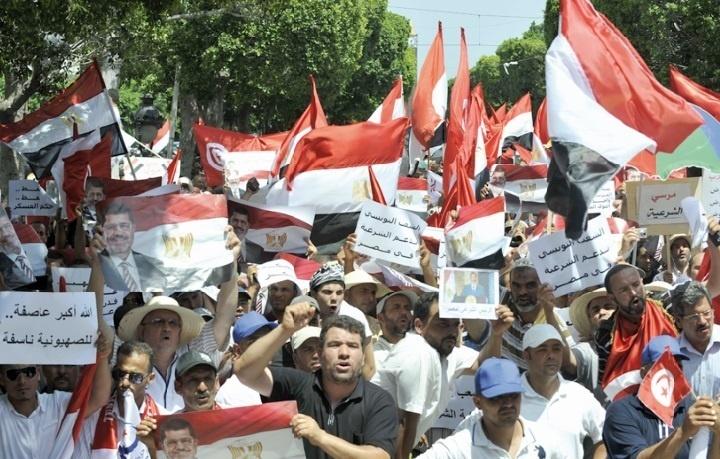 Nouvelles manifestations de partisans et détracteurs de Morsi