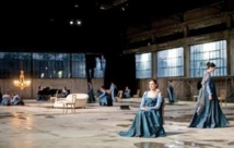 """""""Insenso"""", un monologue démultiplié illumine le Festival d'Athènes"""