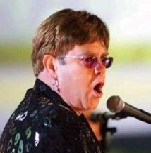 People : Des pépins de santé pour Elton John