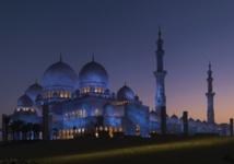 La mosquée Sheikh Zayed bin Sultan al Nahyan : Le plus grand tapis et le plus grand lustre du monde