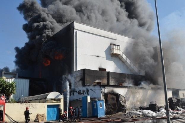 A Casablanca et à Marrakech, flammes, fumée et d'énormes dégâts