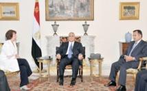 Ashton prolonge sa mission au Caire et rencontre Morsi