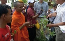 Au Cambodge, le métier de  guérisseur s'apprend dans une école