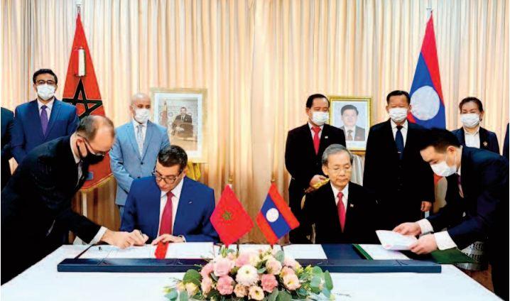 La cérémonie de signature avec la participation de l'ambassadeur du Royaume à Bangkok, Abdelilah El Housni.