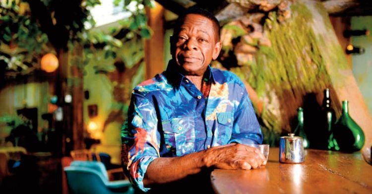 Sam Mangwana :Y a d'la rumba dans l'air