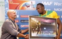 """Bolt reçoit la photo de """"l'éclair"""" en cadeau"""