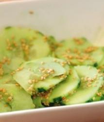 Recette : Salade de concombre  au wasabi et sésame