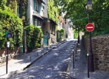Le temps d'une balade, les touristes découvrent la vie des Parisiens