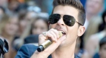 "Le chanteur Robin Thicke défend le copyright de son tube ""Blurred Lines"""