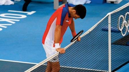 Djokovic repart bredouille et blessé de Tokyo
