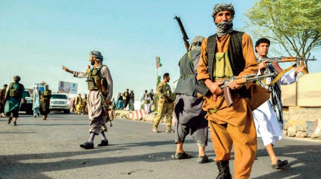 Poursuite des combats pour empêcher les talibans de s'emparer de grandes villes en Afghanistan